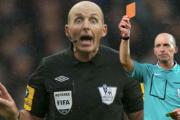 Rút thẻ đỏ cho MU, trọng tài Ngoại hạng Anh đi vào lịch sử