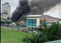 Cháy lớn dữ dội bên cạnh trụ sở VFF trước trận chung kết