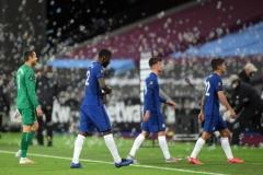 Thua ngược, Chelsea bị MU áp sát trong cuộc đua top 4