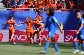Hà Lan đả bại Italia để giành vé vào bán kết World Cup