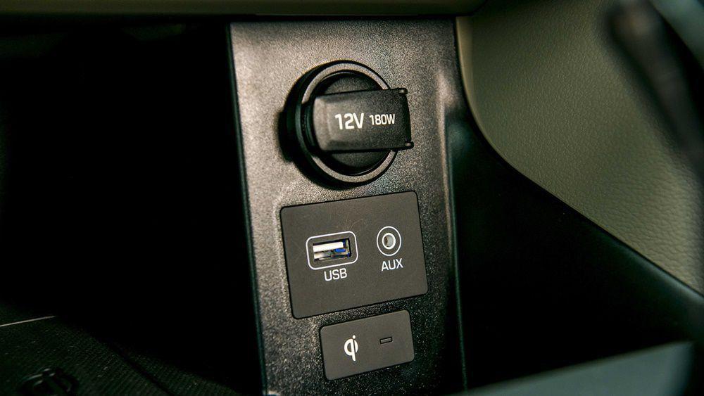 Cổng kết nối USB và AUX trên xe Hyundai Elantra 2020