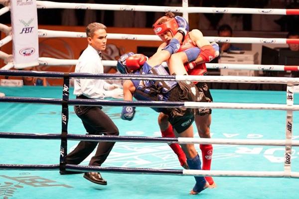 Duy Nhất (giáp đỏ) dừng chân ở bán kết trước võ sỹ người Thái Lan